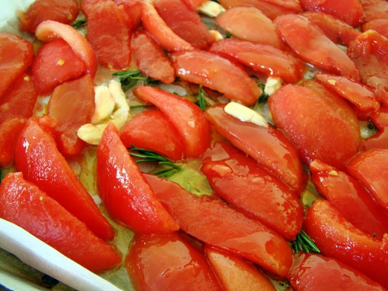 Выкладываем томаты в один слой