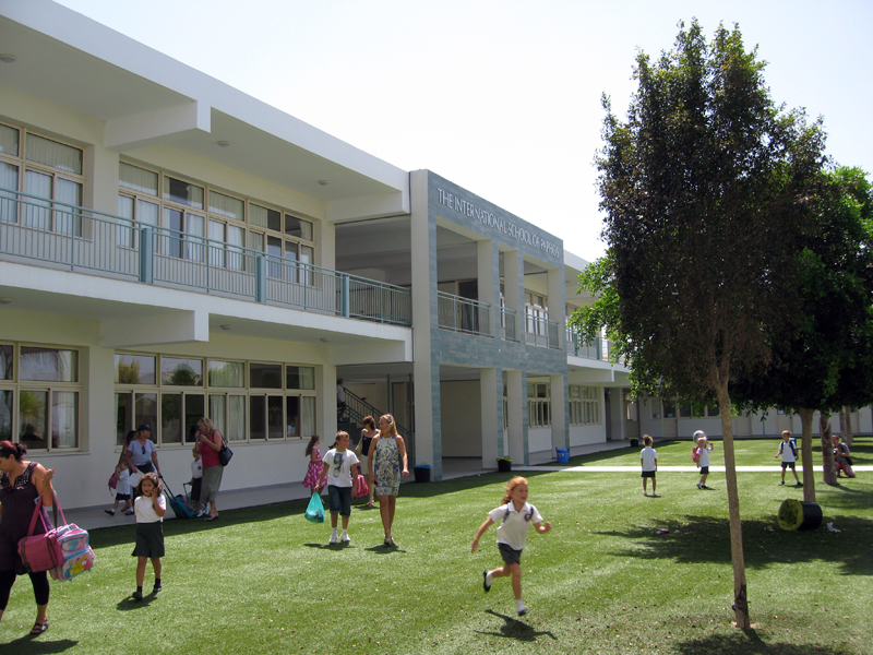 Школьный двор в International School of Paphos