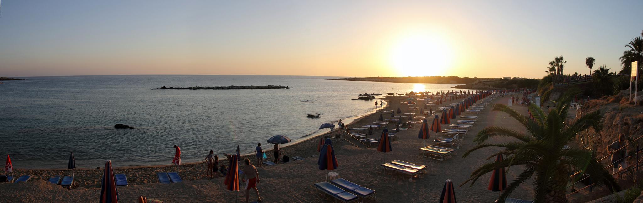 Кипр. Песчаный пляж Coral Bay в Пафосе