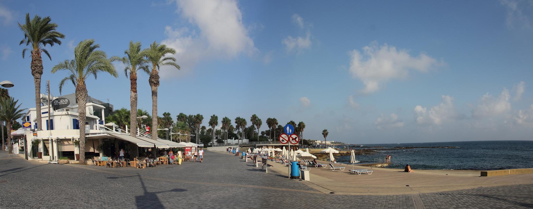 Пляжный сезон на Кипре