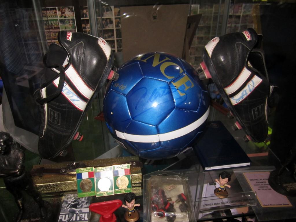 Мяч и бутсы Платини