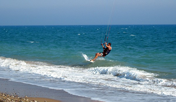 Кайтсерфинг на Кипре: в погоне за ветром
