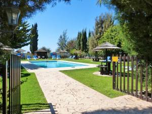 Верблюжий парк в Мазотосе, бассейн