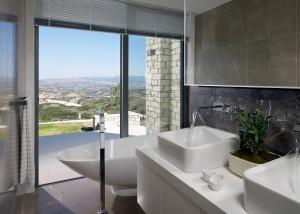 Ванная комната в вилле Minthis Hills