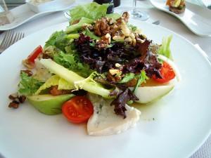 Салат в ресторане Sailor's Rest