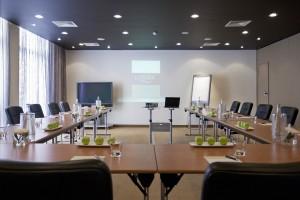 Комната для совещаний в отеле Londa