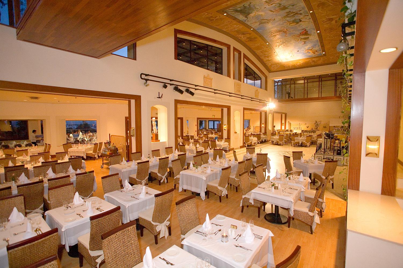 Ресторан Palladium в отеле St. Raphael