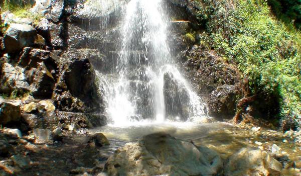 Путешествие к водопадам в Тродосе