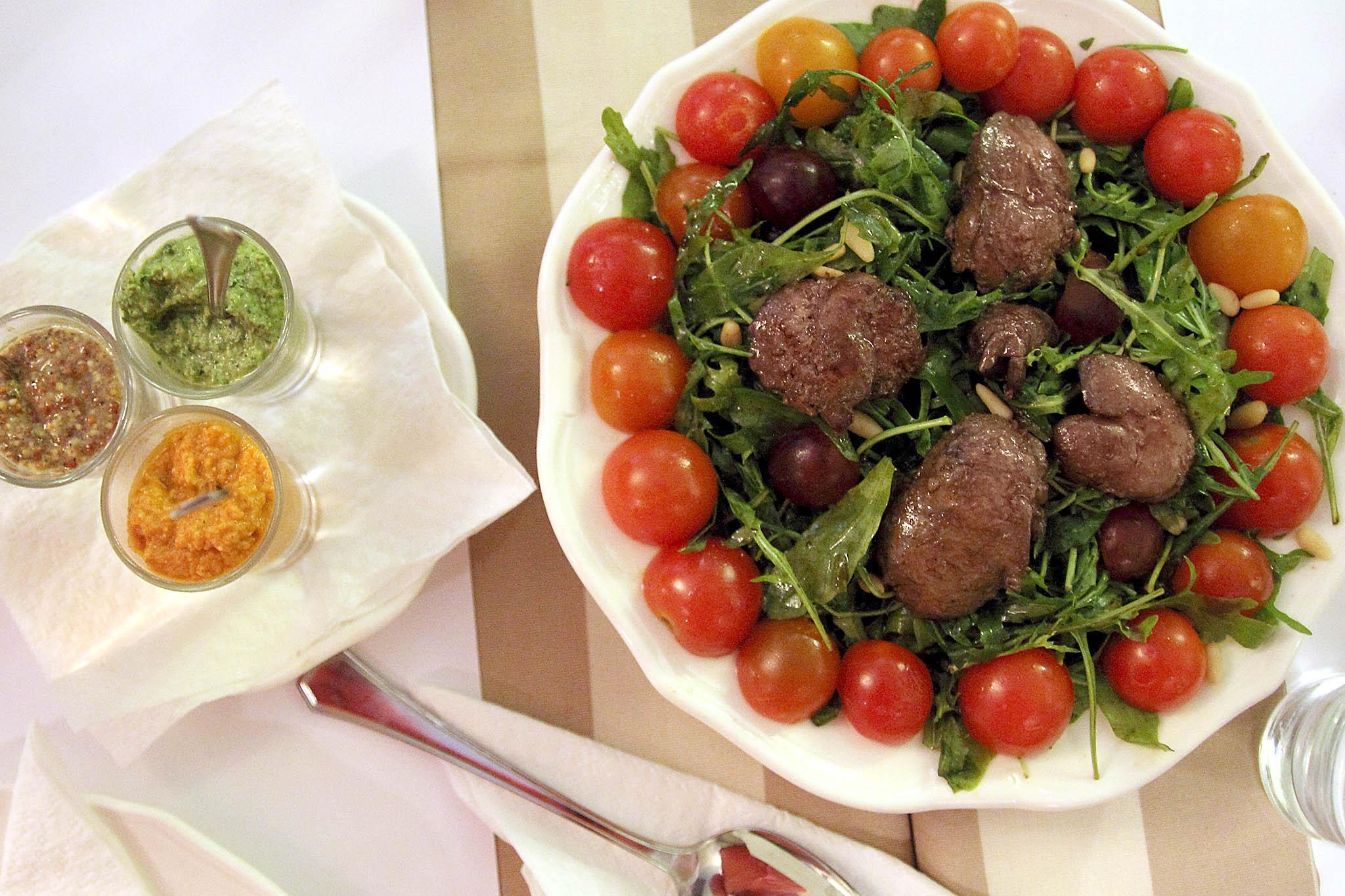 Салат в кафе My Miniatures