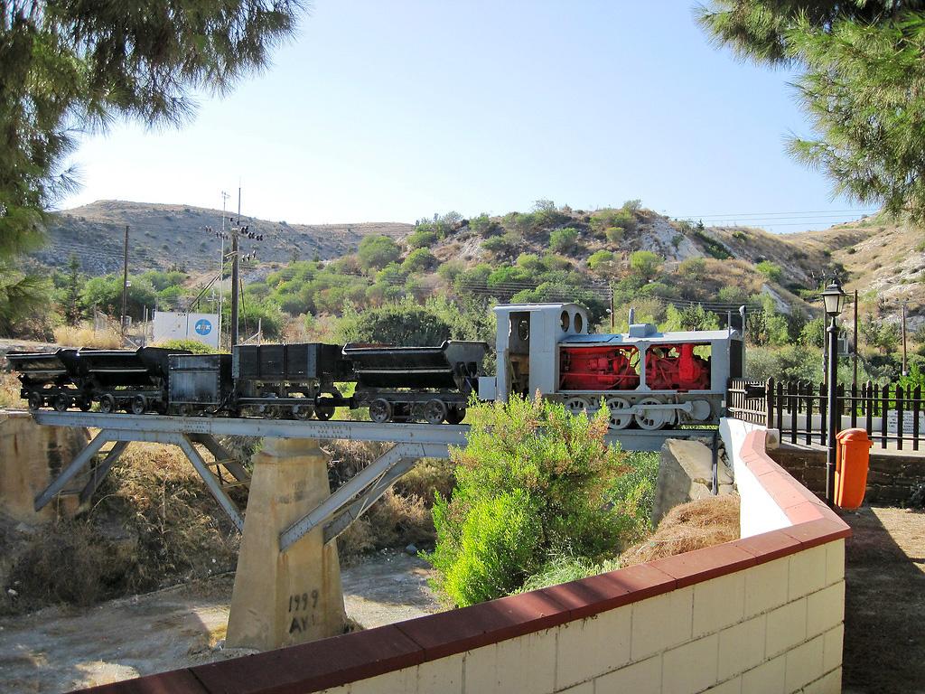 Железная дорога в деревне Калавасос