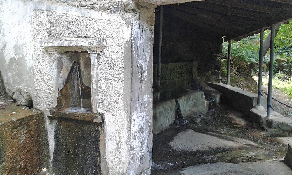 Источник у монастыря Святого Иоанна Лампадиста