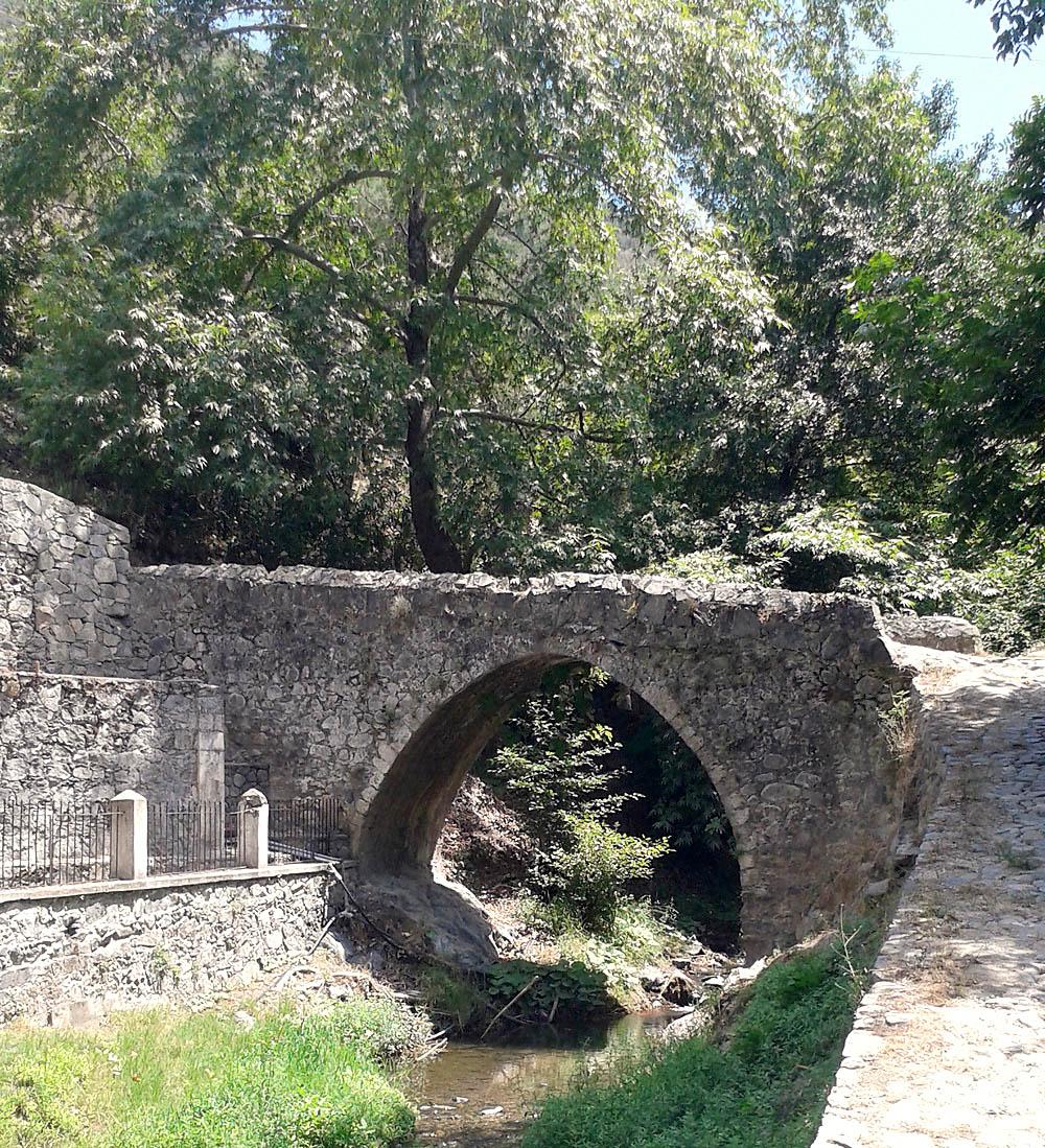 Венецианский мост в деревне Калопанайотис