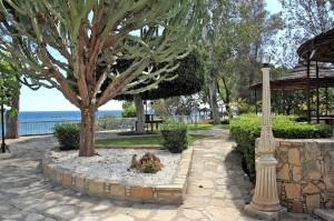 Территория отеля Poseidonia