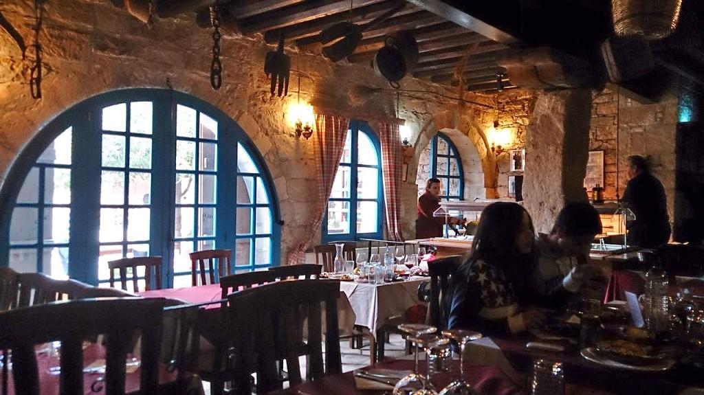 Старинный интерьер таверны