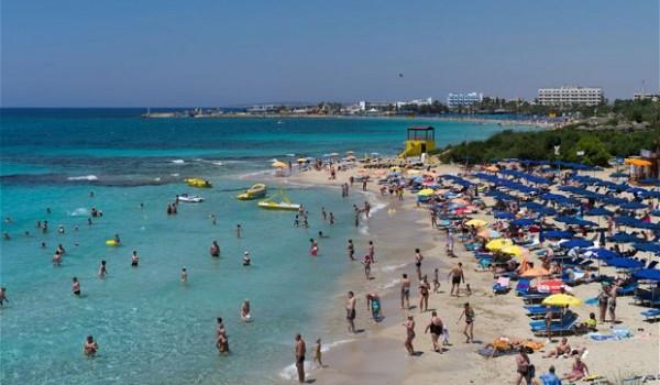 Англичане на Кипре: число туристов увеличится