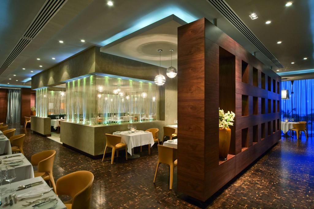 Ресторан Cyan в отеле Amathus