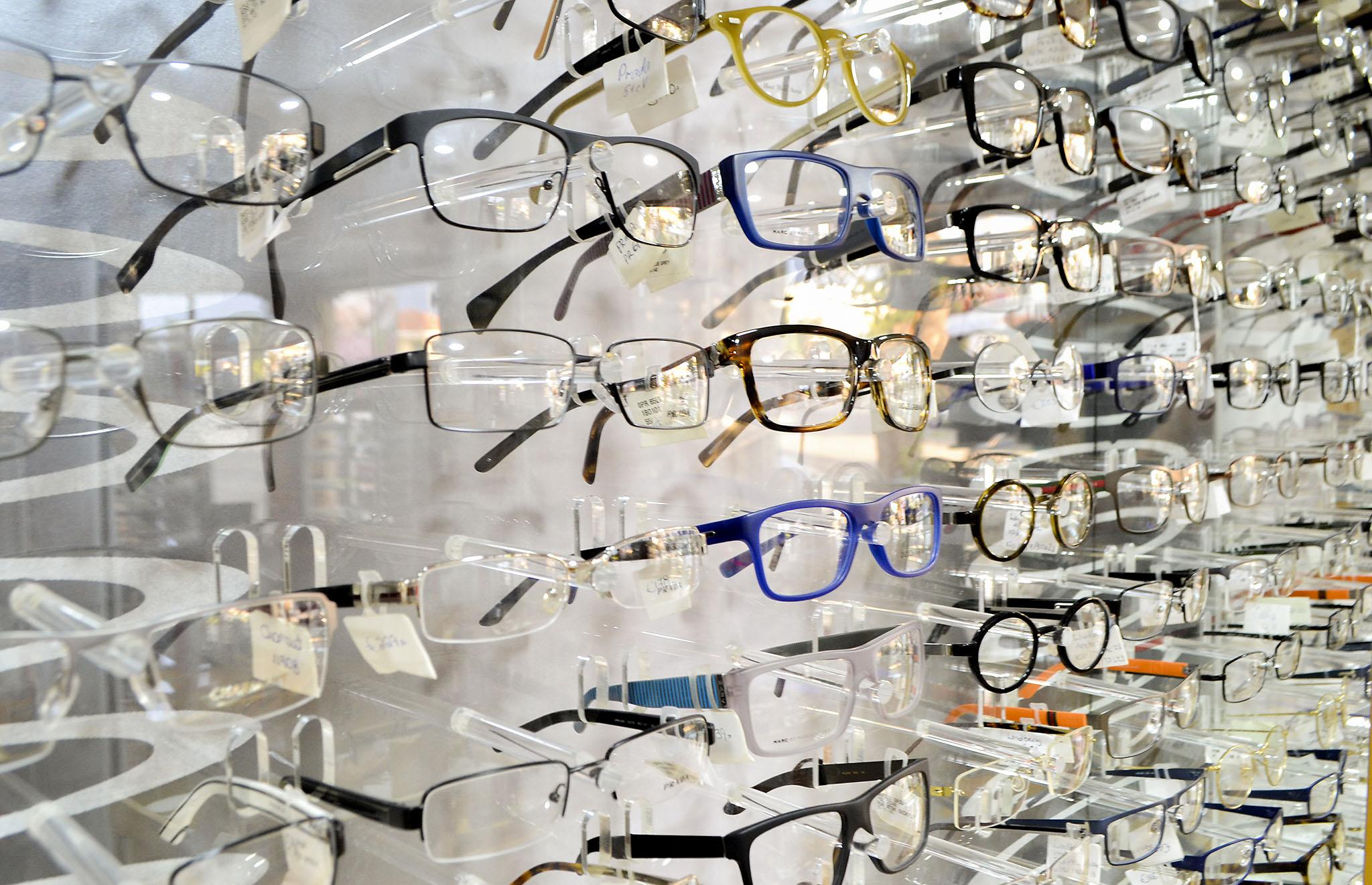 Коллекция очков в оптике N & K Theocharides Opticals