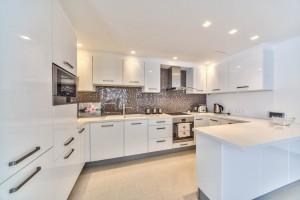 3-спальная квартира класса люкс в комплексе Azur Residence - кухня