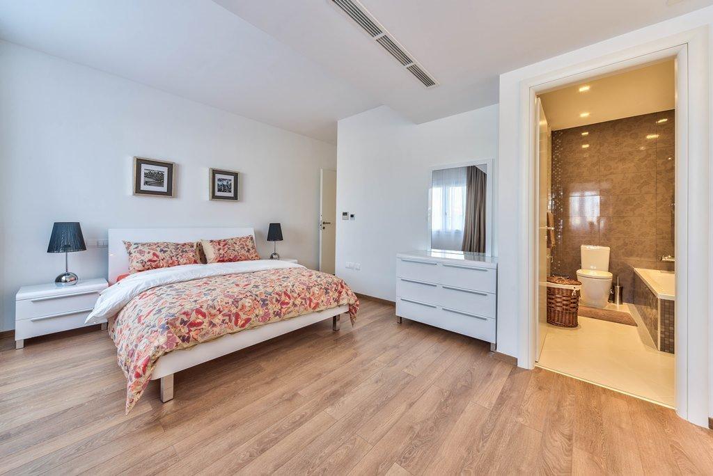 3-спальная квартира класса люкс в комплексе Azur Residence - спальня