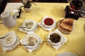Набор дипов в персидском ресторане Ilia