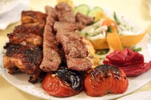 Мясо на гриле в персидском ресторане Ilia