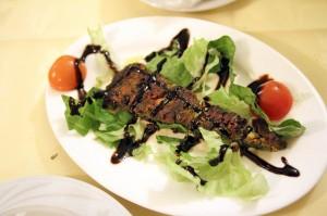 Овощное «ку-ку» из шпината и яиц в персидском ресторане Ilia