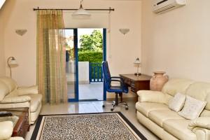 2-спальный мезонет в центре туристической зоны Лимассола - гостиная