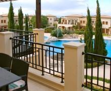 Апартаменты Мидас - вид на бассейн