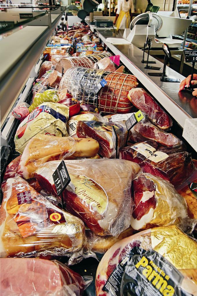 Супермаркеты Carrefour - гастрономический отдел