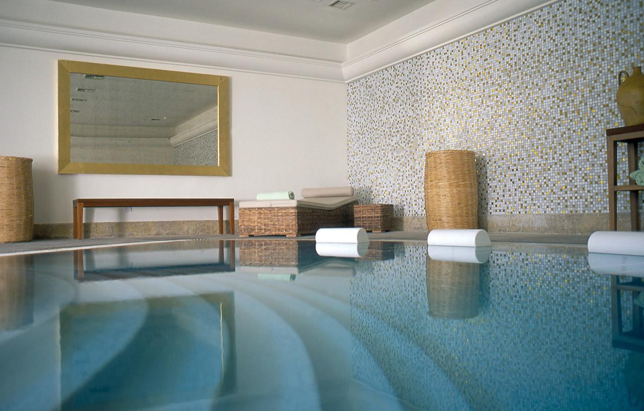 Бассейн с морской водой в отеле «Анасса»