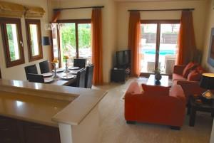 Дом с 3 спальнями и бассейном в «Афродайт хиллс»