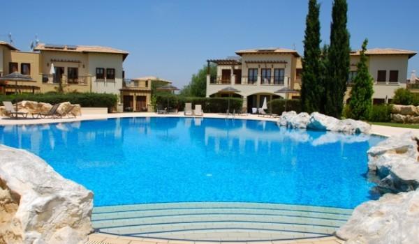 """Апартаменты с 2 спальнями рядом с бассейном на курорте «Афродайт хиллс» <span style=""""color: #00ccff;"""">(rent-156)</span>"""