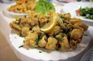 Кальмары в рыбной таверне Gold Lemon