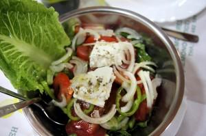 Греческий салат в рыбной таверне Gold Lemon