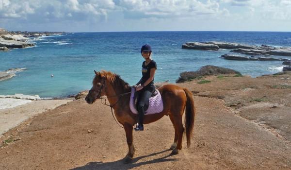 Куда податься коннику на Кипре?