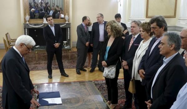 Приняли присягу новые члены правительства Греции