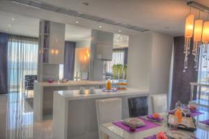 Апартаменты с 3 ванными комнатами в Лимассоле на первой линии